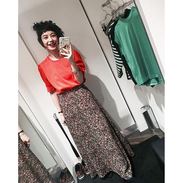 Vivid orange tops.スカートも可愛かったなぁ.😙#honeycombmode
