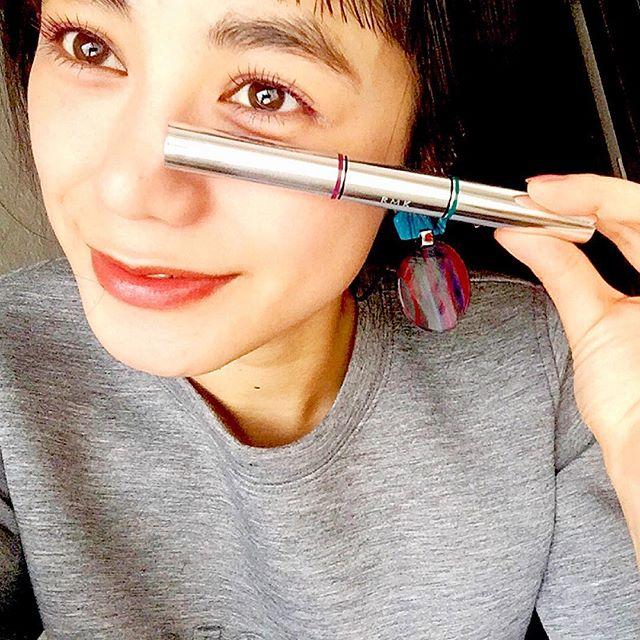 @ellegirl_jp と@rmkofficial のタイアップで試させてもらった新作のカラーマスカラ.この2色で一本シリーズは前から大好きで持ってるんだけど、新作の中でも、この色の組み合わせがすきだったな。️、、、#rmk #ellegirl #online#beauty #colormakeup