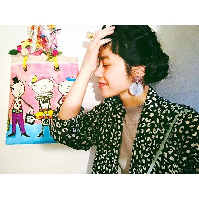 タンクトップに、@forever21 で昔購入したパジャマの上を羽織ってみたよ.️ふぅ〜!みんな今日もおつかれさま.、、、#IZUMIsfashion #ootd #outfit #hair #make#forever21 #reopard