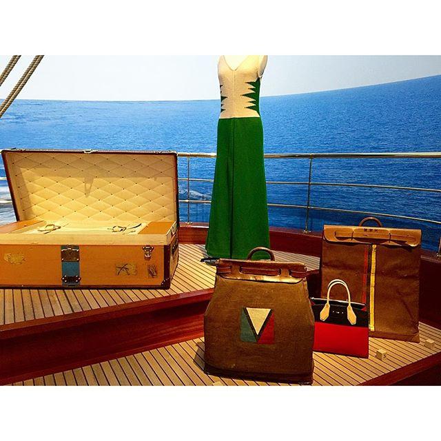 ルイ・ヴィトン氏の孫であるガストン氏が作られたものは、このマークが!歴史ってたのしい!!!@louisvuitton 、、、#louisvuitton #history #旅するルイヴィトン展