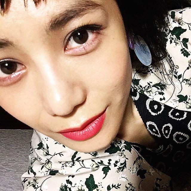 @dior でやっていただいたメイク。♡ピンクのアイシャドウを目の下に入れるのがとっても素敵で、アイラインもすっごく綺麗に入れて下さって、普段とは全然違うメイクはやっぱりさすがだなぁと。リップも上下違う色を付けてたよこのテクは思いつかなかったなぁ、、、#dior #omotesando #makeup #lip #cosmetics