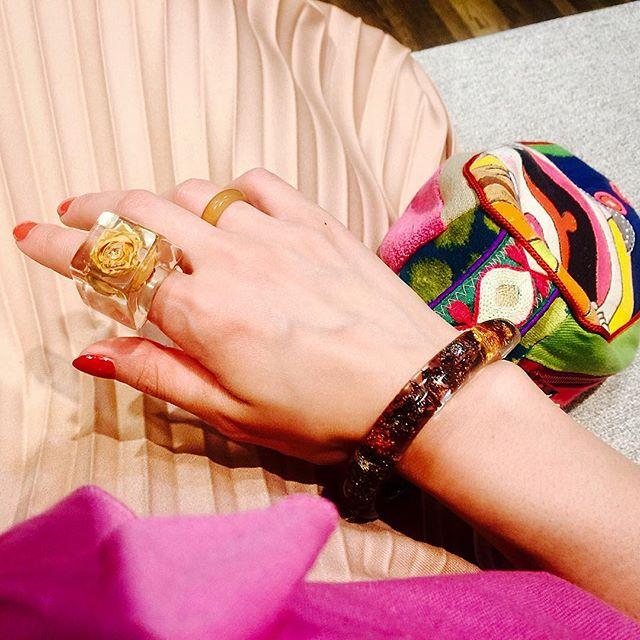 夏はクリアなものがすきみたい。♡薬指のリングは、山口県の秋芳洞に行ったときに、お土産コーナーで¥300だったもの。こういうの好きなんだよね〜。#izumisfashion #ring #accessories