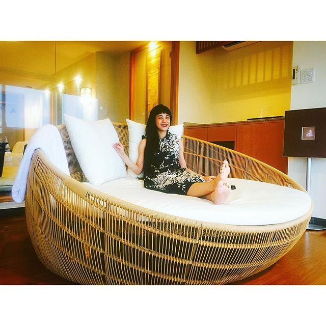 こんな大きい丸いソファ、初めて見たよ、、、#ホテルふたり木もれ陽 #絶景 #伊東 #熱海 #japan