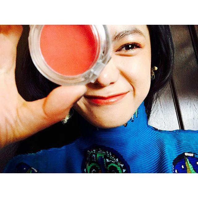 @muji_global のリップ&チークをアイカラーにしたよ️️目尻にポンポンとツヤ感が出ていいかんじになる.️、、、#IZMAKE #makeup #self#IZUMIsfashion