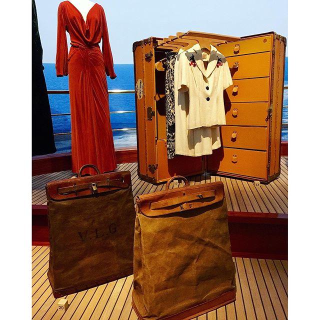 洋服を持ち運び出来るトランク【ワードローブ 】と、長旅️の中で出る洗濯物を入れておくために作られた【 スティーマーバッグ 】♡、、、#旅するルイヴィトン展 #louisvuitton