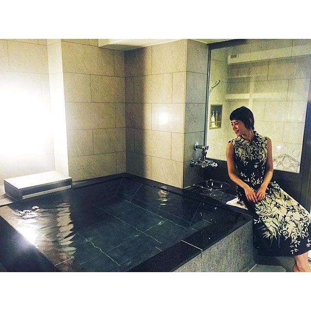 お部屋にあるお風呂は、海が一望できて、お風呂好きには最高なロケーションだよあーみんなに味わってもらいたい、、。、、、#ホテルふたり木もれ陽 #伊東 #熱海 #館内着#温泉 #japan