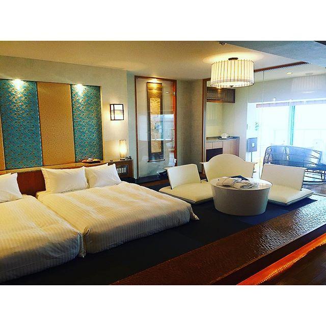 お部屋の広さと上品さにも驚愕全室源泉かけ流し展望風呂付で、一日10組限定!!こんな広くて海が一望できる素敵なホテルがあるなんて!、、、#ホテルふたり木もれ陽 #熱海 #伊東 #海 #絶景 #japan