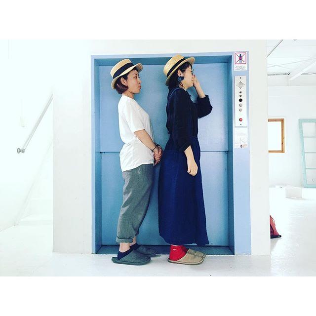 いつも双子のようなお二人👭今日はカンカン帽がお揃いでした♡あーかわいい。♡左 hair&make up @uekingyo 右 photographer @wakakorosuke @natulan_official #ナチュラン #shooting