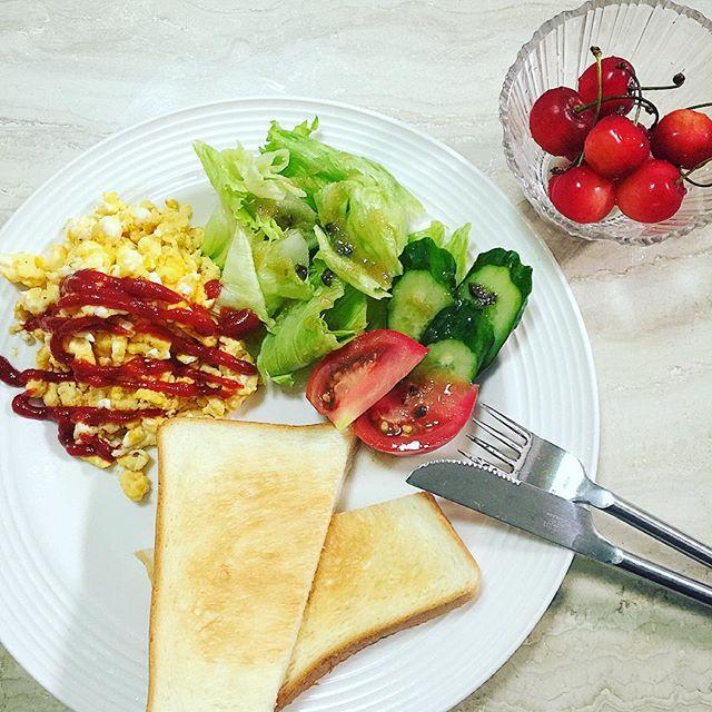 朝ごはん.️親友が山形県からいつもプレゼントしてくれるは、優しさの入った甘くて最高の美味しさ、、、#home #breakfast