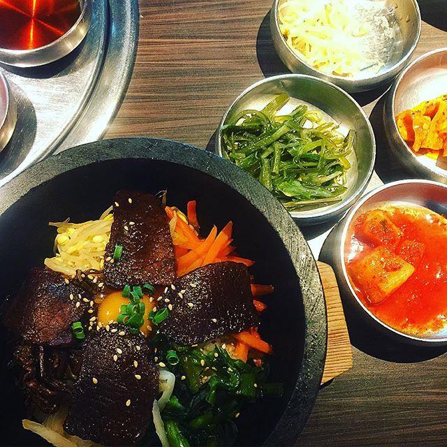 ひさしぶりに日本の韓国へちょっと肌寒い☂️今日には、石焼ビビンバがとっても美味しい
