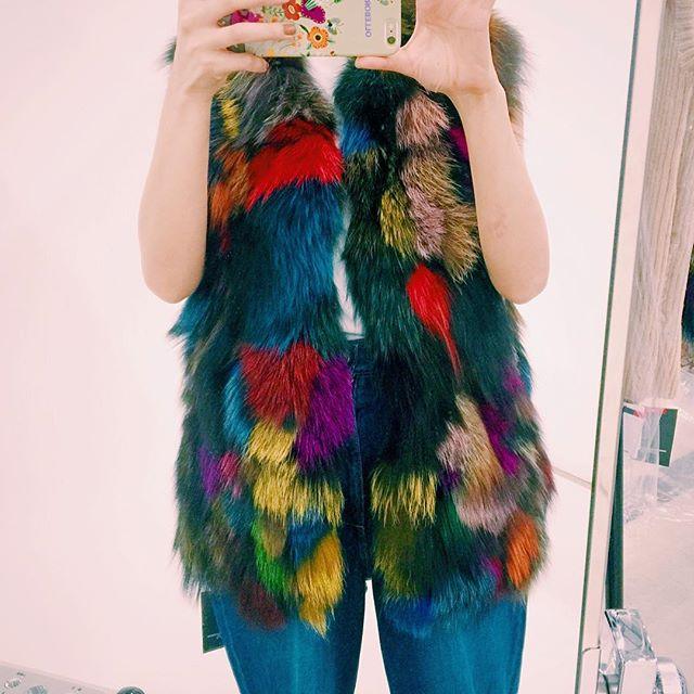 早くもfur item.📸このベストが可愛すぎた。。、、、#shooting #fur#color #vest #fw