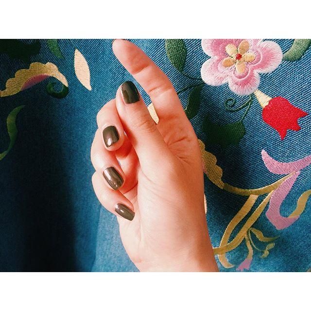 こんなカーキ色.🌲♡@threecosmetics #izmake #nail #self #autumn #three