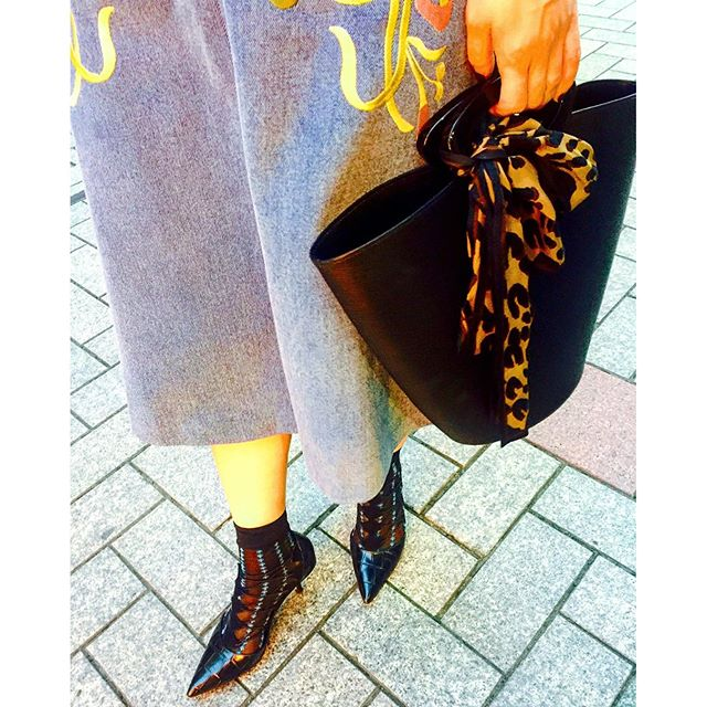 .#skirt... @stylenanda_korea #shoes... @zara#bag... @louisvuitton #izumisfashion #ootd #outfit