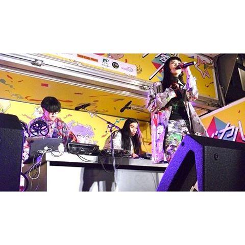 2年前に渋谷PARCO前で歌わせていただいた写真。そう!Sugar's Campaignのゲストボーカルに入れていただいたのはここがキッカケ。昨年ビクターのスピードスターレーベルからメジャーデビューして、ソロでも大活躍のメンバー。そんな大好きなユニットのLIVE!いよいよ明後日8/25と明々後日8/26!なかなか応援してくれるみなさんと会える機会が少ないから、こういう時に会えたらいいなぁ。8/25(木) 大阪 心斎橋SUN HALL8/26(金) 代官山UNITopen.18:30 start.19:30みんなで音楽を通して一つになれますように♡#sugarscampaign #live#心斎橋 #sunhall #代官山 #UNIT