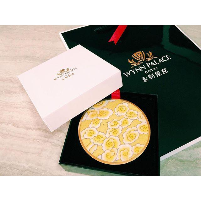 ウィンパレスさんから、新しいgiftが届きました!🛍またまたなんて、高級感のあるコースターなんでしょう。いよいよ今月の22日にグランドオープン!!たのしみですね〜〜〜!♡http://www.wynnpalace.com/jp#WynnPalace #UnveilingWynnPalace