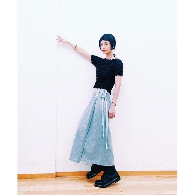@syte_official のラップスカートがお気に入り.#izumisfashion #syte #yojiyamamoto #fw #shoot #black #drmartens