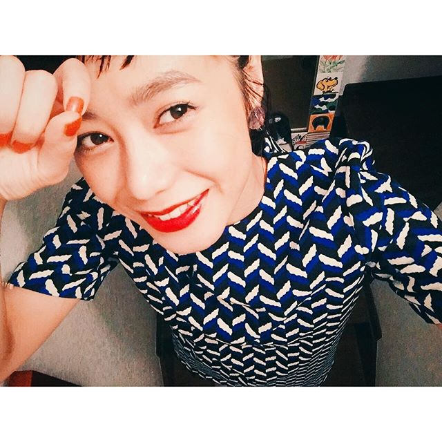 blue & orange.@hayakyu_japan のイメージカラー4,5年前の @zara のワンピース。♡#izumisfashion #zara#izmake #self #makeup#早給セゾンカード #東京ビッグサイト