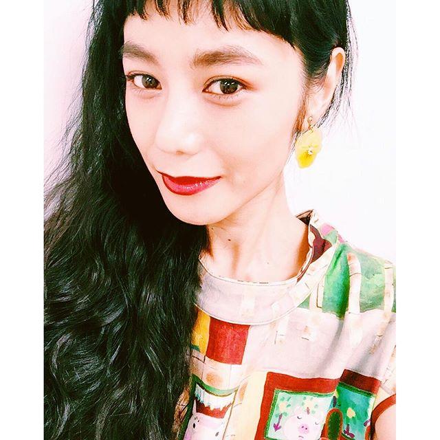 .2曲めの大阪でのヘアメイク.♡@shuuemura_ww のアイブロウマスカラ。@chanelofficial のピンクのシャドウを目尻に。@maccosmetics の赤リップと @yslbeauty の赤グロスを重ねづけ♡#sugarscampaign #live #self #makeup #lip #hairmake #shuuemura #chanel #ysl