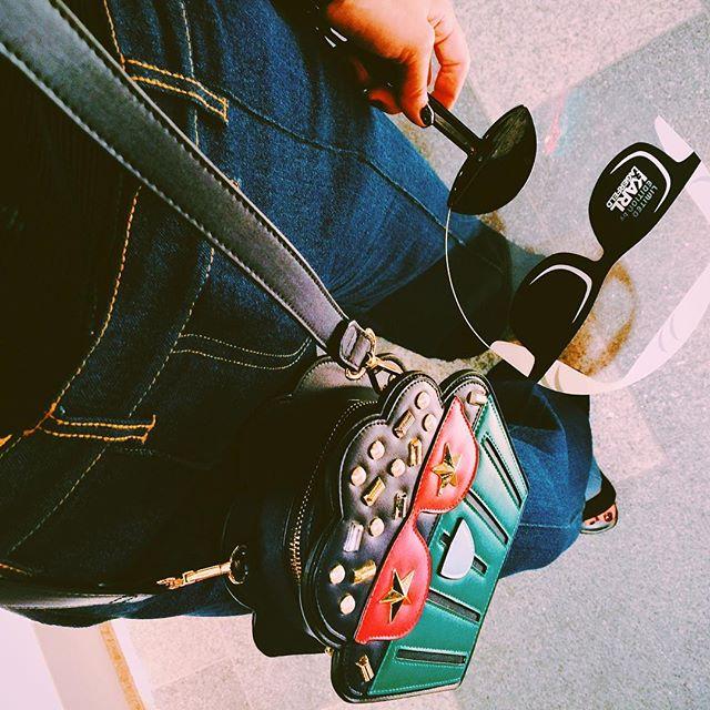 .bagや洋服にブローチなどの小物といろいろ可愛いものはたくさんあったけど、私はこのBagに一目惚れ。。。@limited_edition_ss × @karllagerfeld #izumisfashion #limitededition #karllagerfeld