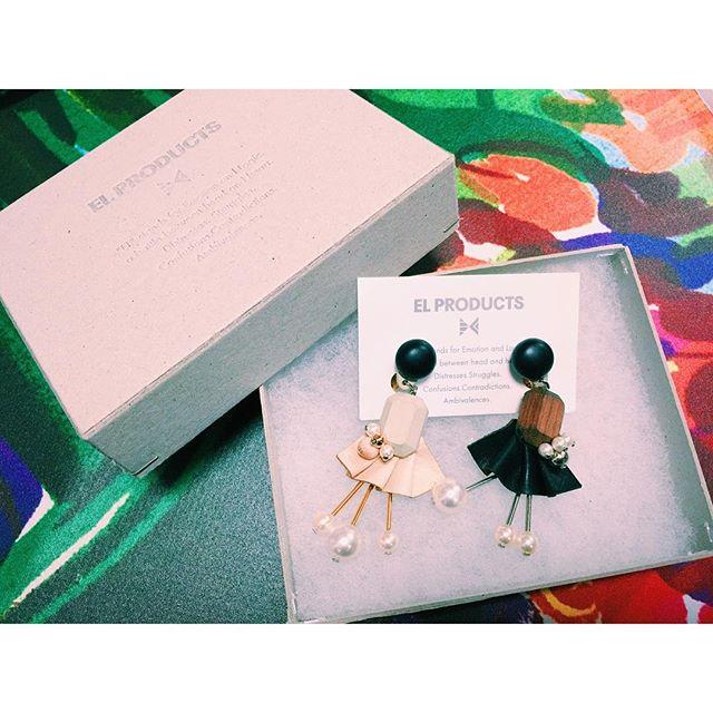 .昨日は一日大阪で、帰りのまでの時間でlucuaに行ってきた今回出逢った可愛いアクセサリー♡@elproducts 女の子みたいなシルエットのイヤリングに一目惚れ本当は同じ色でセットなんだけど、別々の色で付けさせてもらった方がしっくりきて、このセットで売ってくれた優しいお姉さん他にもツボのイヤリングだらけで久しぶりに結構迷ったな〜お持ち帰りしたこの子♡付けるの楽しみだな〜〜〜#izumisfashion #lucua #osaka #accessories #earrings #elproducts