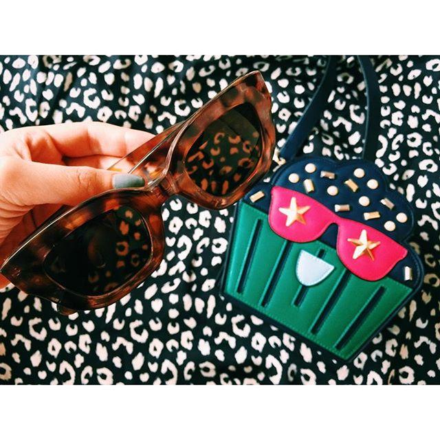 .@zara のsunglasses♡@forever21 のPajama shirt.@limited_edition_ss のmini bag.WEARのフォロワーが気づいたら23万人を超えてる23万人って信じられない。。もう本当にありがたいよ〜〜〜;_;♡みんなありがとうーーーこれからもみんなにfashionの楽しさを伝えられますように発信していくね♡.#izumisfashion #fun #forever21 #zara #sunglasses #reopard #carllagerfeld #limitededition