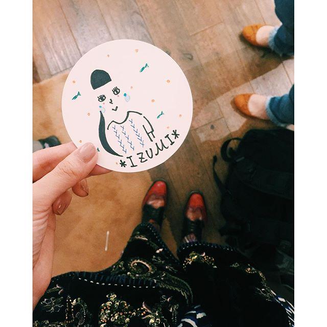 .こんな感じで描いてくれたよーとってもうれしーーー♡特徴を捉えてくれて、みんなで、あーわかるー!って。とっても楽しいhappyな時間。♡キエさん @kie_pinoko の個展は、表参道のギャラリードゥディマンシュで明日10/2(日)まで!#kie #illustrator #designer #世界キネマの旅 #表参道 #個展 #イラストレーター #似顔絵