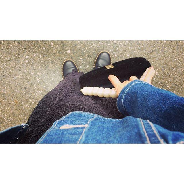 ️.️️.#izumisfashion #denim#black #ootd #fashion #coordinate#drmartens #lagnamoon #bag#parl #skirt #heather #fall #japan