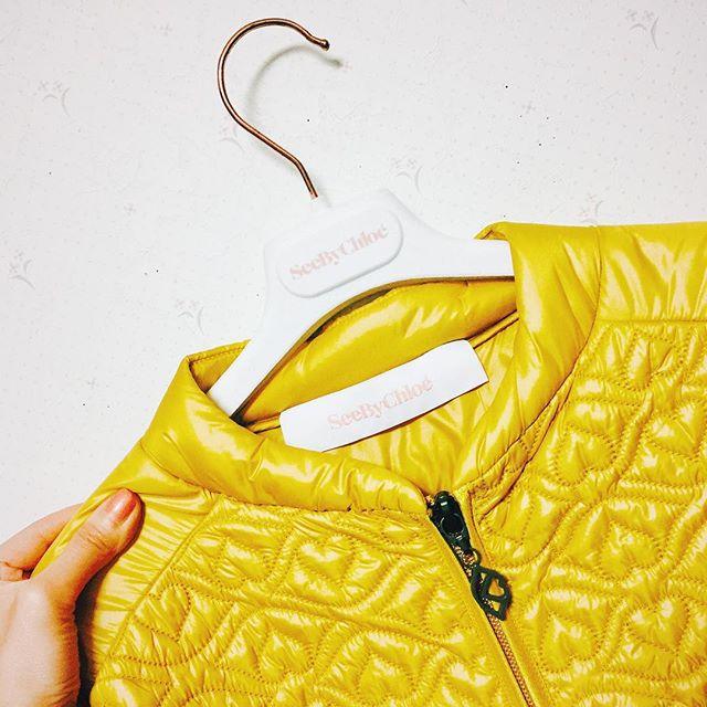 .薄めのダウン。やっと見つけた#izumisfashion #seebychloe #sale #yellow
