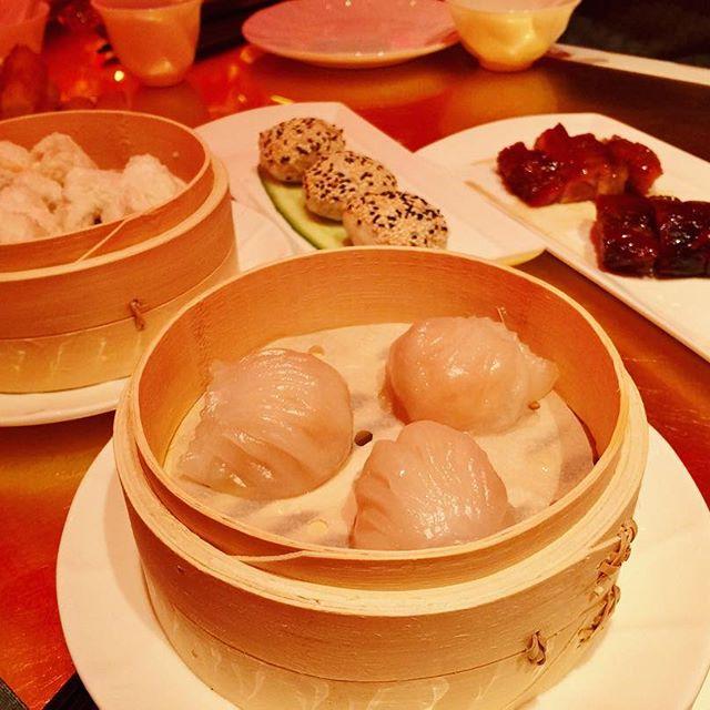 """.飲茶!""""Red 8"""" で食べた朝食。海老がぷりっぷりの海老シュウマイ。私的Hitは、、、豚のチャーシュー饅!!!#wynnpalace #Red8 #macau"""