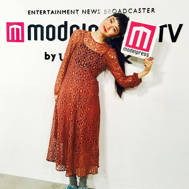 .今日の衣装は、、、お気に入りの @zaraのワンピでした足元は 、、、@cry_tokyo のdenimサボ️#izumisfashion #modelpresstv