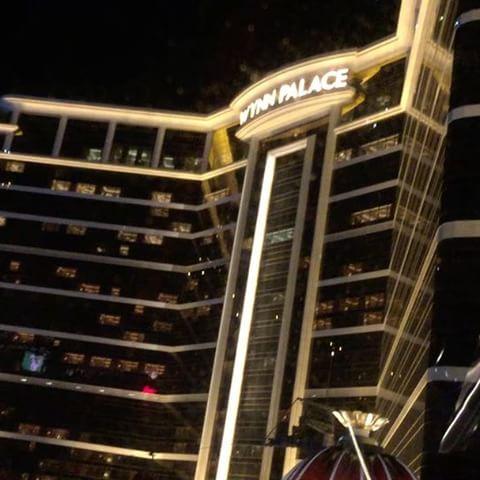 .マカオでの写真もまだまだあるんだけど、これだけは絶対紹介したいもの。ウィンパレスのホテルの前で、ゴンドラ🚡に乗りながら噴水ショーが観られるの!️ ちなみにゴンドラは宿泊客は無料ビジターは千円くらい!ゴンドラの中で音楽が鳴りながら噴水ショーとホテルの夜景を味わえるなんて、なんて贅沢なんでしょう。#WynnPalace #macau