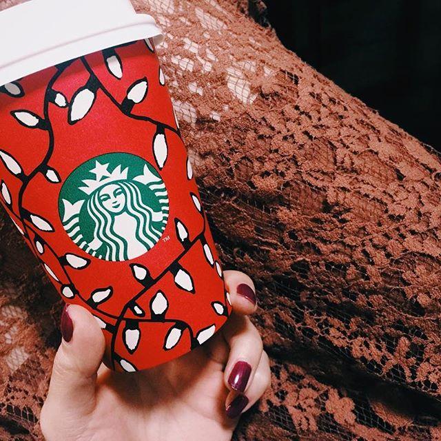 .今年のカップのデザイン、とってもかわいいね♡️@starbucks_j #starbucks #holiday #red #xmas