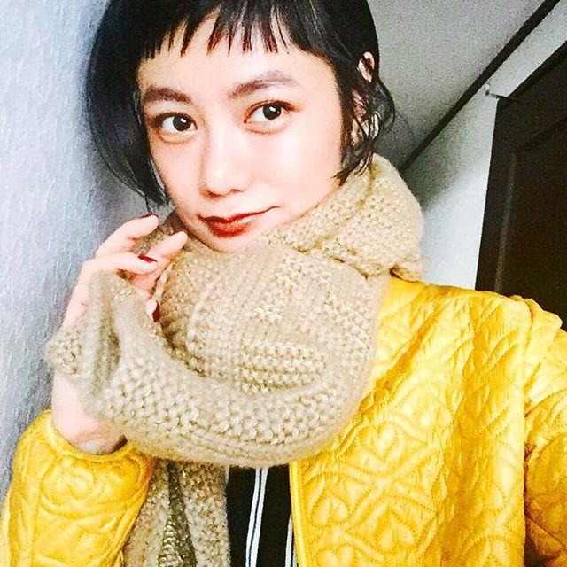 .マフラーが苦手だったわたしだけど、首を暖めることはとっても大事だからね!️♡@seebychloe_jp の薄いダウンも着やすさ抜群買ってよかった。♡みんな風邪引かないように今日も楽しんでね♡#izumisfashion #seebychloé #izmake #yellow #downjacket