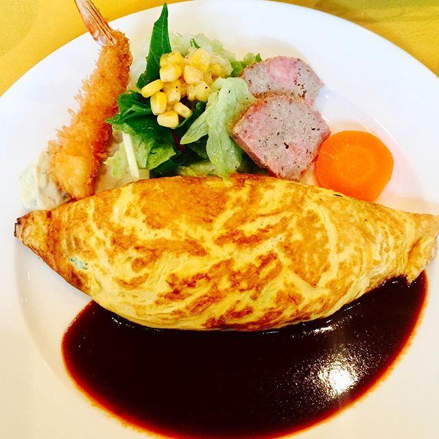 .洋食屋さんのオムレツってほんときれい#lunch #Omelette #egg