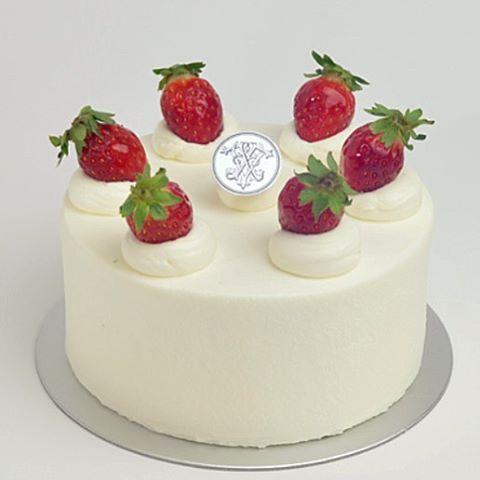 .行ってみたかったケーキ屋さんでショートケーキを買いたかったけど、もちろん大人気で完売でしたざんねんーーーやっぱり予約しなきゃだね今日ケーキ食べる人はどれくらいいるんだろう?みんなー️Merry Xmas〜〜〜#merryxmas