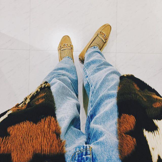 .もったいなくて、大事に大事にしまっていた靴。今年は大切な靴をもっと履いていこうと思う️スニーカーも大好きだけど、大人な靴を履くと気持ちも変わる。靴って大事だなぁと感じた日.#izumisfashion #shoes #lv #denim #gu #outfit