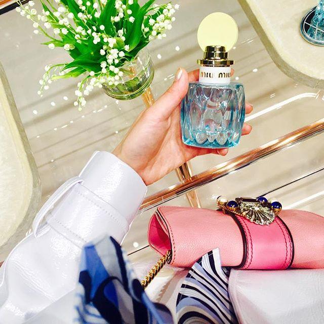 .昨日は撮影から @catserval ちゃんと♡そのまま一緒に @miumiu の新作フレグランスPartyへお邪魔しました飾ってるだけでも可愛いボトル爽やかなすずらんの香りは足元も軽く、スキップしたくなるような気分になれる#miumiu #miumiuparfum