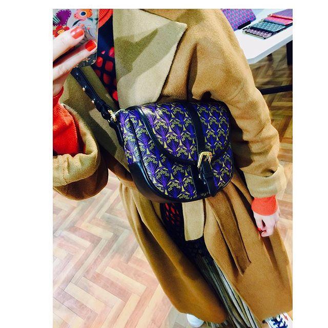 久々に日本橋へ♡三越本店で @libertylondon のPOP UP SHOPが♡迷いなく手に取ってしまったこのバッグ、、、ツボすぎるPOP UP SHOPは28日までだって!🤔