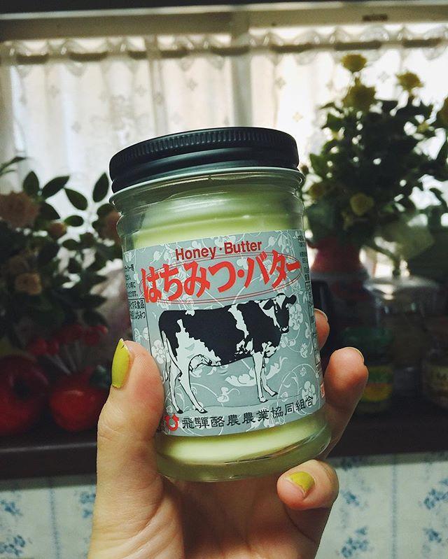 岐阜に行ったときにお土産として買ってきたはちみつバターの美味しさに感動してる。バター(食塩不使用)とハチミツのみしか入ってなくて、パン🥐に塗っても調味料に使ってもまろやかになって、、これ、すごい。🐄#はちみつバター