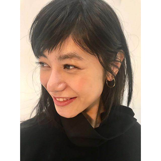 本日も @keicomu さんと @yowtakahashi さんと一緒でした◎📸.みんな突然の雨️大丈夫だった?.KEIKOさんがやってくれた、グロスを塗ったみたいなツヤのアイメイク👁毎回メイクや美容の話も尽きなくて勉強になります!🏻葉さんが撮る写真もすきUPは8月末予定です◯@syte_yohjiyamamoto