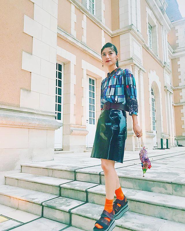 ずっとずっとだいすきなブランド《ALBEROBELLO》35周年おめでとうございます️️いつも遊び心がある素敵なデザインに心を奪われ続けています。いくつになってもオシャレに着られる洋服やアクセサリー達。おばあちゃんになってもこのブラウスを着たいです。.#ALBEROBELLO #35周年 ##しふく
