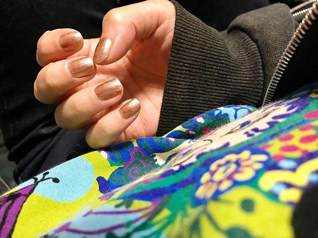 .@dior のお気に入り色🥂🖤#nail #dior #gold