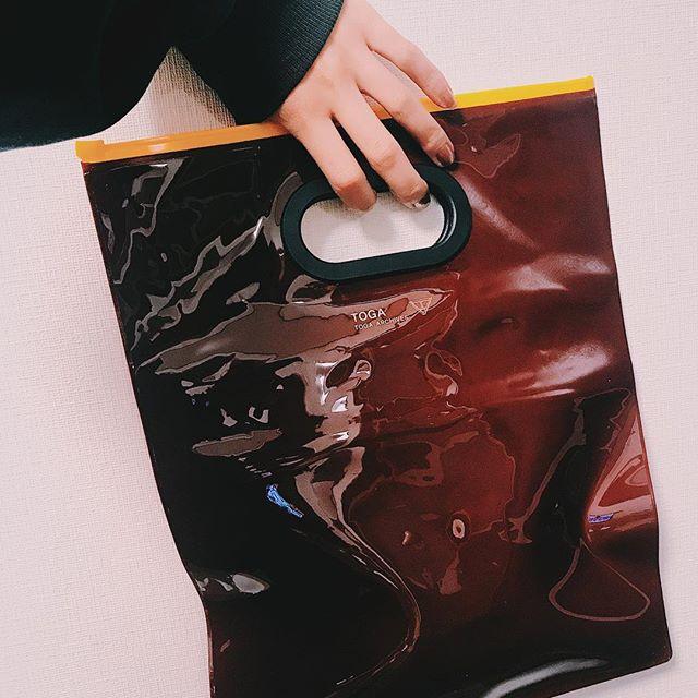 付録がうれしすぎ🖤雑誌ももちろん釘付けだよよ#elle #magazine #toga #bag