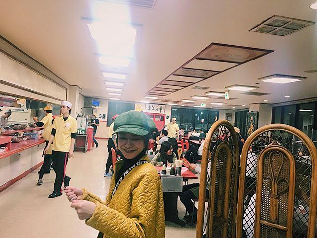 店員さんがみんな黄色ってことは、私も、、、は〜い いらっしゃいませ〜️#nagoya