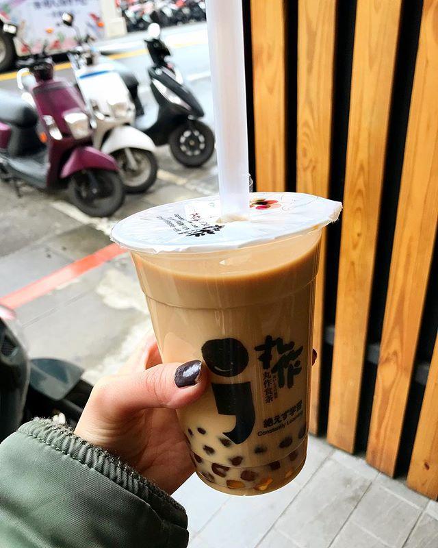 やっぱりこれは飲みたかった!タピオカミルクティー◎モチモチのタピオカと、甘さ調節可能なところと、お値段も200円くらいで最高!🧡カップの日本語🥤☞#絶えず学習#taipei#台北#台湾カフェ #izumistravelingtotaiwan🇹🇼