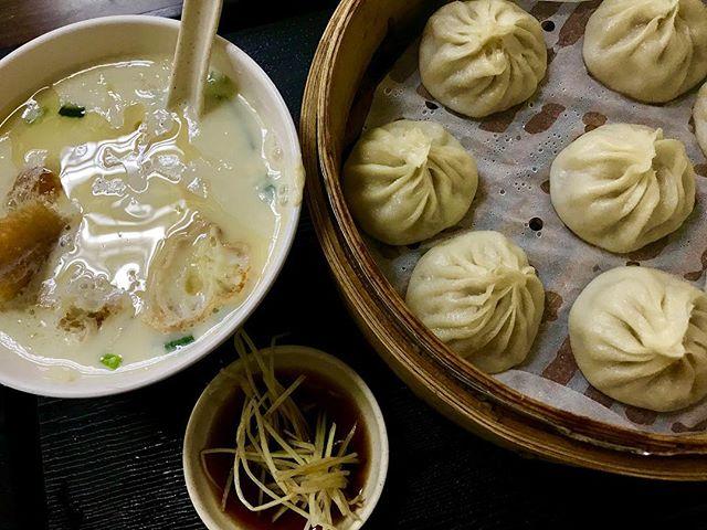 朝ごはんは、朝4時から11時半までの午前中しかやっていない大人気のお店で小龍包🥡♡あっさりしててパクパク食べられる!豆腐のスープも小籠包もとっっても美味しかった❣️#taipei#台北#中正紀念堂#小籠包#ひとり旅#izumistravelingtotaiwan🇹🇼