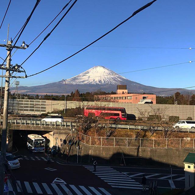 みなさま明けましておめでとうございます⛩富士山がとってもとっても綺麗で、パワーをもらった2018年のstart♡みなさま、改めて今年もよろしくお願いします!️たくさん楽しもうねー🧡🧡