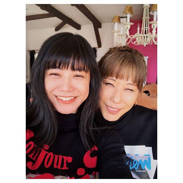 山梨県まで行ってきました〜@ellejapan 久しぶりのヘアメイク智美さんチームに、編集部の輝美ちゃん、スタイリストの亜里沙さんにカメラマンの宮崎さんチームとドライバー鈴木さん。ホントにいいお天気であったかくて、とってもいいメンバーで幸せな一日。帰りにほうとうをみんなで食べてほっこり🧡私服mixだったので、みんなに楽しんでもらえますように!