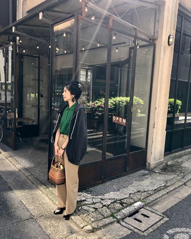 good morning.♡今日からGWへ突入〜♀️みんなはどこか行くのー?先日は、昨年台湾で買った籠バッグとバレーシューズ。物とも出逢いだよね〜では、素敵なGWを#uniqlo #taiwan #theatreproducts #izumistravelingtotaiwan🇹🇼