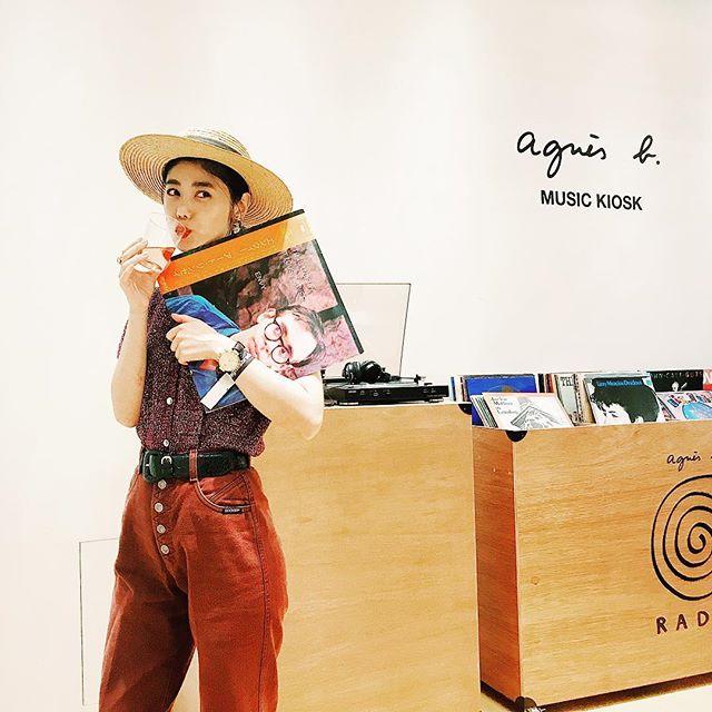 .アニエスベー青山店でのキャンペーン ローンチパーティへ知り合いにたくさん会えて、嬉しい時間だったなぁ。アニエスベー @agnesb_officiel の公式サイトで多ジャンルの音楽が聴ける 『agnès b. RADIO 』がスタートするにあたり、キャンペーンを開催しているよ◎キャンペーン期間中は様々なゲストによる『 agnès b. RADIO 』イベントが開催されるみたい。9/15(土)には、アニエスベー ボヤージュ表参道店にiri @i.gram.iri、 LISACHRIS @lisafloss、カトウリサ (Ribbon) @ribbon8 が登場するみたいですフリーイベントみたいなので、みんなも是非、ね♡#agnesb#pr#agnesbradio